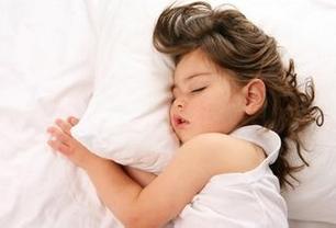 """4岁男童幼儿园""""午睡死"""" 医生:长时间缺氧"""
