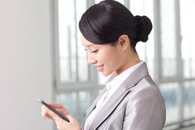 中医分析:使用手机 电脑频繁会引发颈椎病