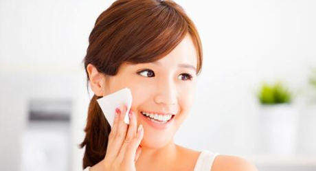 正确卸妆是肌肤保养的第一步