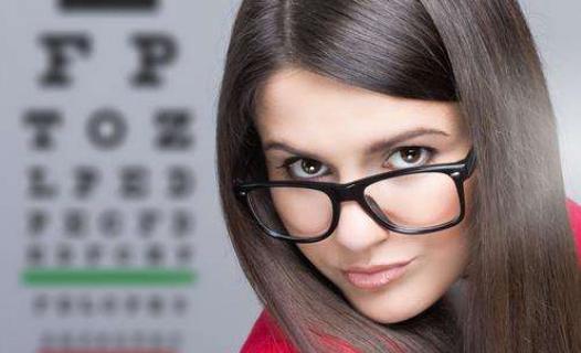 美媒:改善视力从眼部瑜伽开始