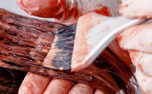 夏季染烫头发小心引起皮肤过敏