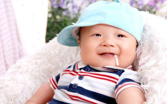 宝宝吐奶该怎么办 婴儿吐奶谨防窒息