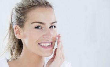 卸妆产品不宜长时间涂抹 三五分钟为宜