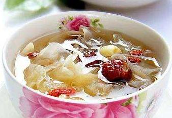 选用雪梨煲汤润燥也要辨体质分凉热