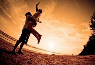 心理学家称有一种行为对伴侣关系有害无益